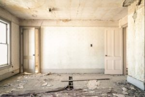 Une pièce entièrement à refaire pour une rénovation compliquée !